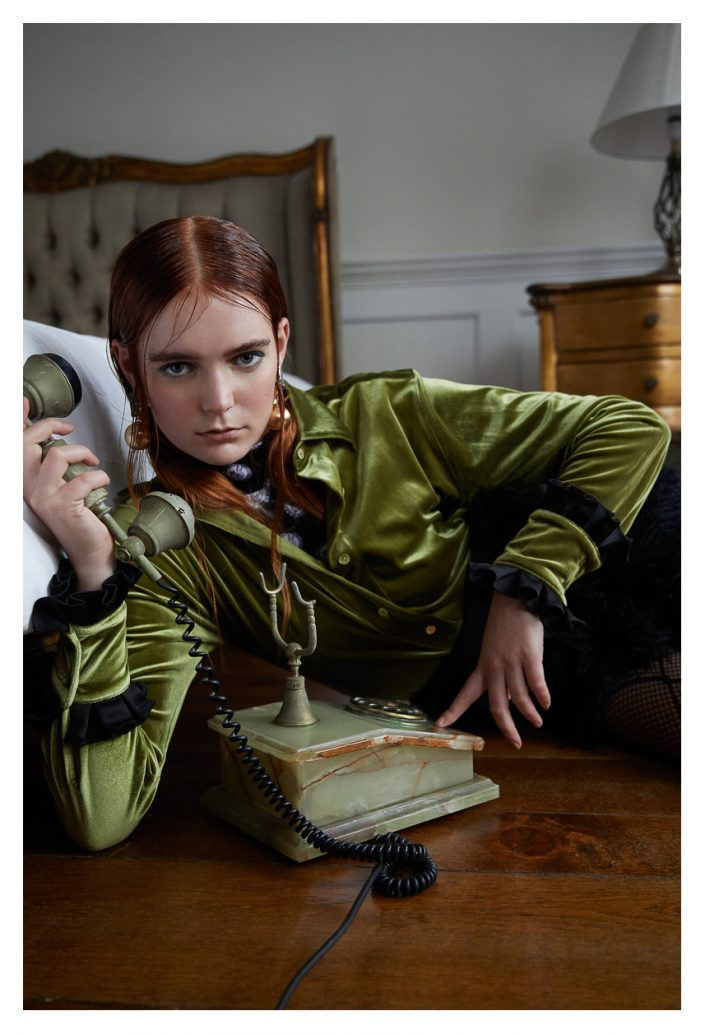 Ekin Can Bayrakdar Model Phone Green Jacket Indoor Ekin Can Bayrakdar - Fashion Photographer https://ekincanbayrakdar.com/