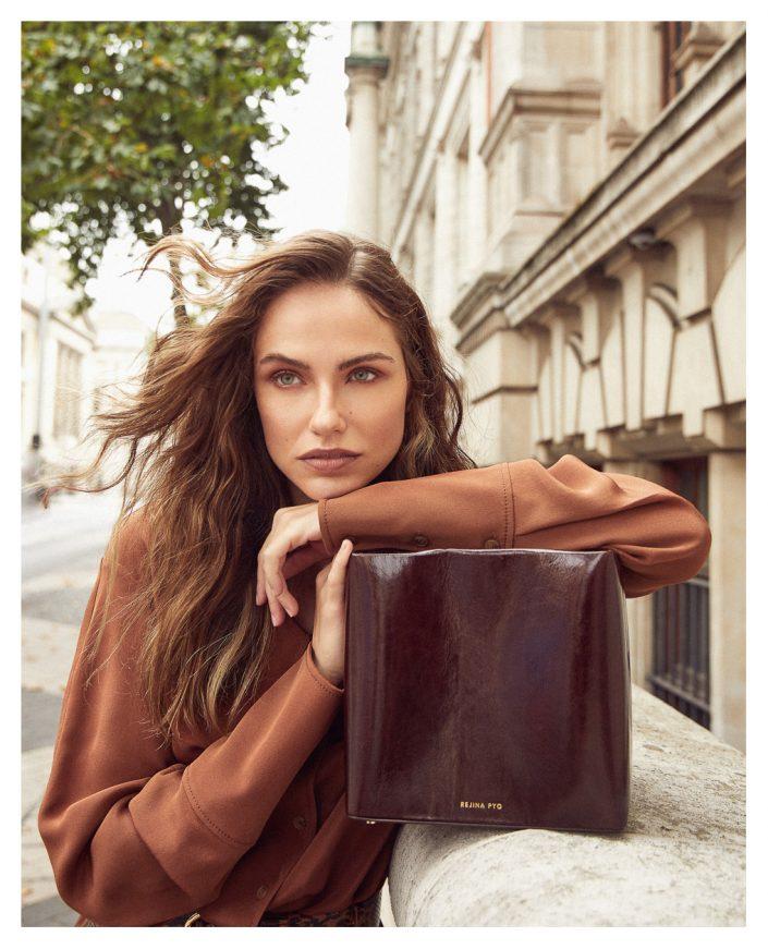 Ekin Can Bayrakdar Model Standing Bag Editorial Campaign Red Ekin Can Bayrakdar - Fashion Photographer https://ekincanbayrakdar.com/