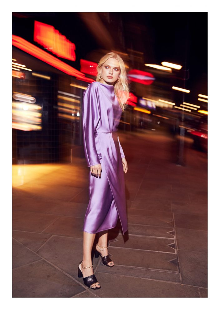 Ekin Can Bayrakdar Model Standing Lights Night London Purple Dress Street Ekin Can Bayrakdar - Fashion Photographer https://ekincanbayrakdar.com/